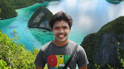 Pemandangan dari atas bukit di Wayag - Admin