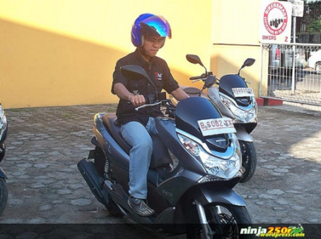 Ergonomi Riding Yamaha NMAX 150/155 vs. Honda PCX