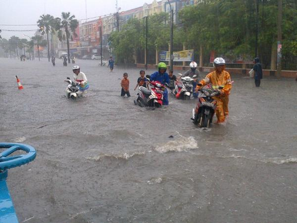 Jakarta Banjir, Senin 09 Februari 2015