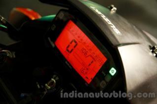 wpid-suzuki-gixxer-display-at-the-indian-launch-digital-speedo.jpg.jpeg