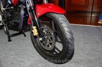wpid-suzuki-gixxer-front-tire-at-the-indian-launch-ban-depan-spakbor.jpg.jpeg