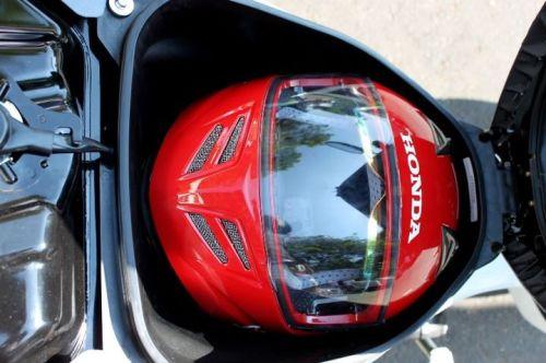 Fitur Bagasi Helm in Honda