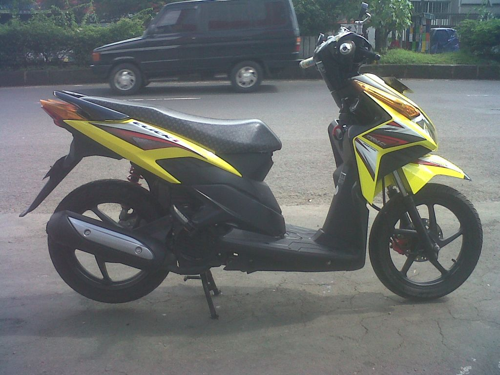 Modifikasi Motor Vario Warna Kuning Lampak Modifikasi