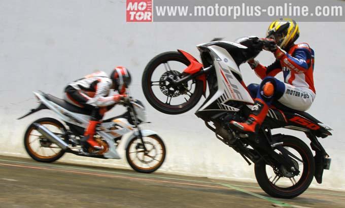 Tes akselerasi Suzuki Satria F150 vs. Yamaha MX King 150 oleh motorplus-online