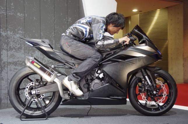 Honda CBR 250 RR - Sporty Riding Ergonomy (klik untuk memperbesar)